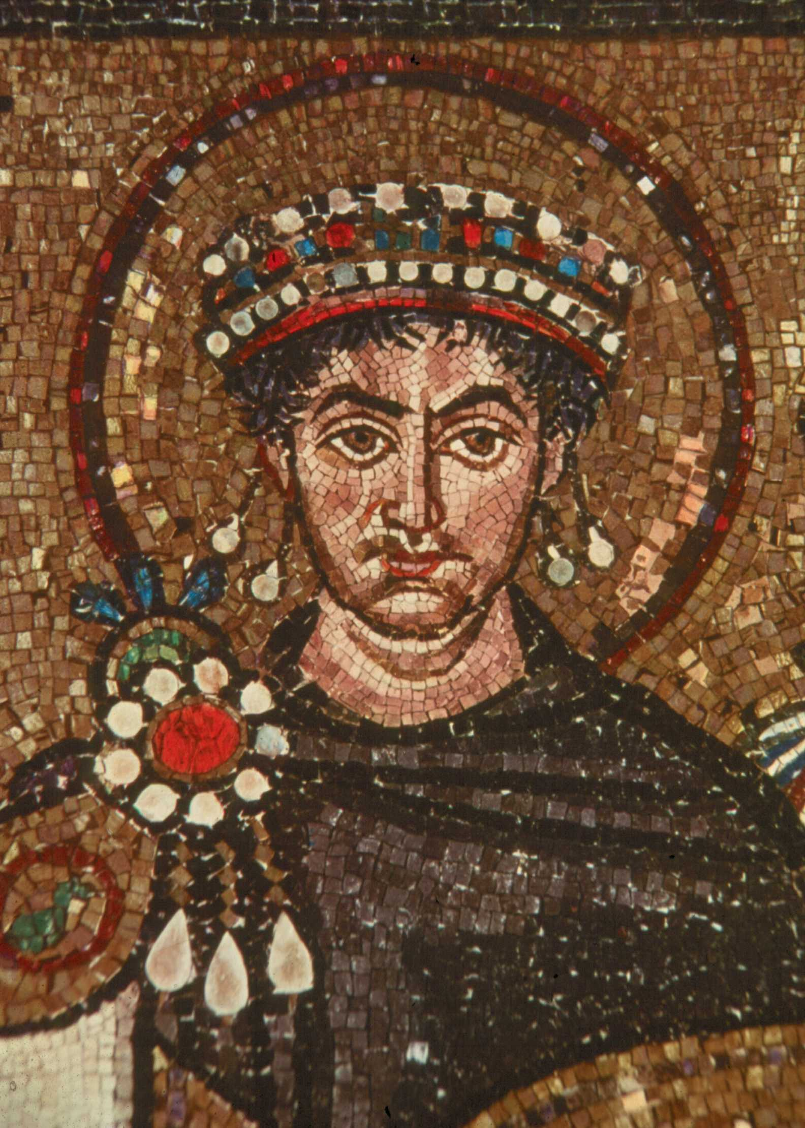 pictorial essays on the byzantine empire Essays related to byzantine empire 1 byzantine empire byzantine is the name given to both the state and the culture of the eastern roman empire in the middle ages.