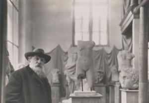 Rodin au milieu de ses antiques vers 1910