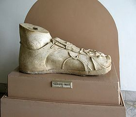 Pied colossal, sculpture romaine du IIIe siècle, Tunisie, musée national du Bardo,