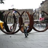 Bernar Venet, Sculpture dans les espaces publics de Bordeaux, 2007