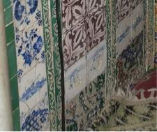 Fig. 6. Mihrab du mausolée d'Idris II, Fès, Maroc, carreau de Delft, cliché de l'auteur.