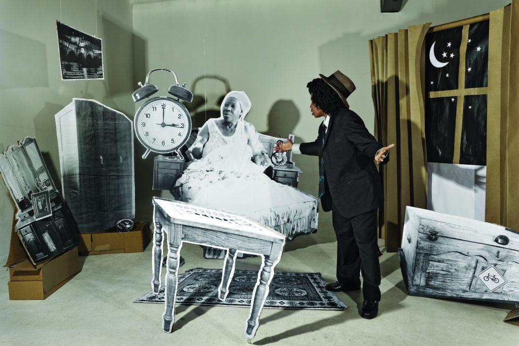 Lebohang Kganye, The Alarm, impression à jet d'encre sur papier chiffon de coton, 64 x 90 cm, 2013, édition de 5, © Afronova Gallery