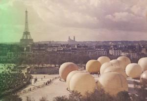 Grand Prix de l'Aéro-Club à l'Esplanade des Invalides [Paris],Léon GIMPEL,26 septembre 1909.- 1 photographie positive : verre autochrome, couleur ;9x12cm
