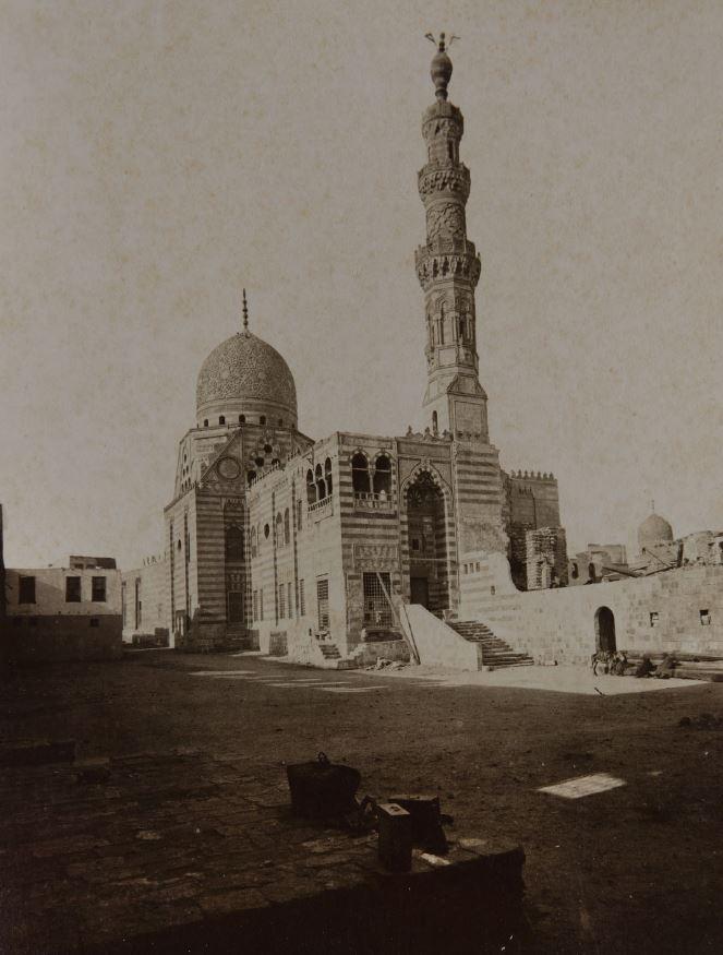 Beniamino Facchinelli, Vue de la mosquée Qaytbay au Caire, in Raccolta artistica di fotografie sull'architettura araba, ornati ecc. dal XII° al XIII° secolo (1887), bibliothèque de l'Institut national d'histoire de l'art